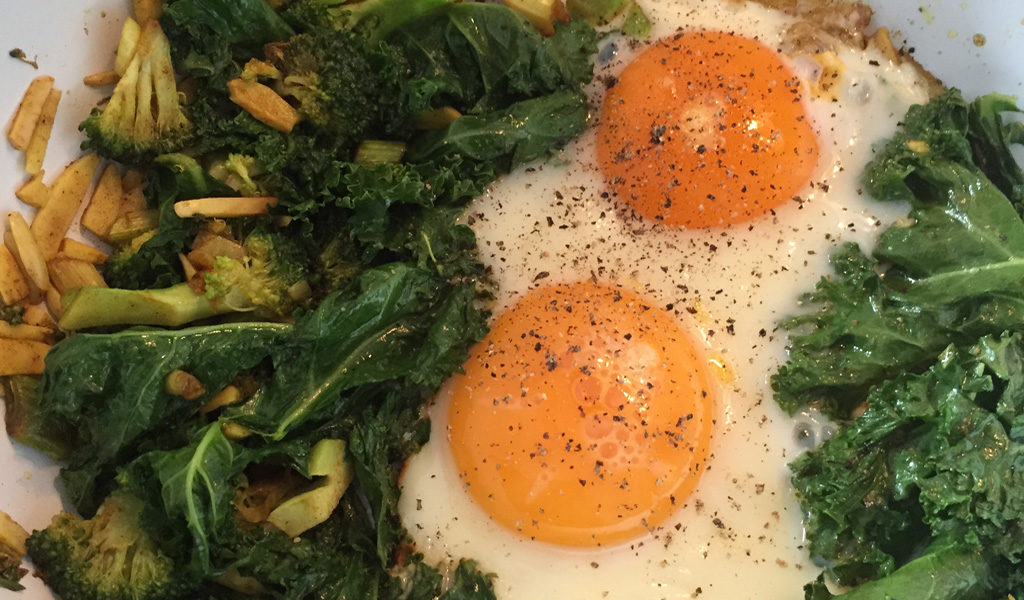 Fried eggs with greens